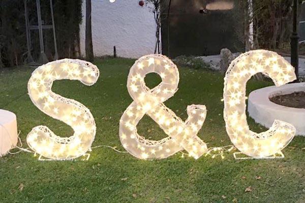 quienes-somos-letras-y-bodas-iluminadas-letras